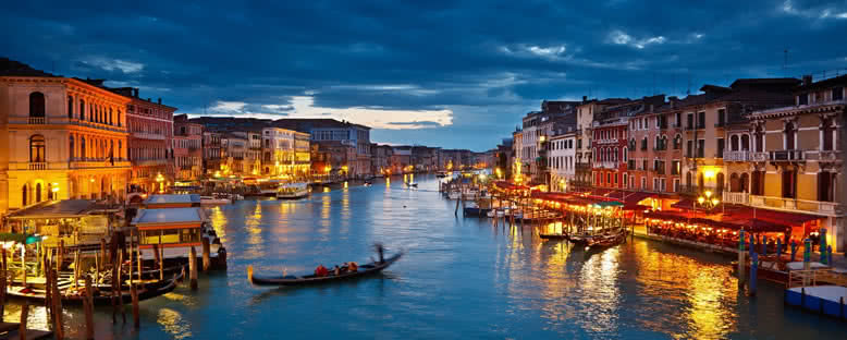 Günbatımında Şehir Manzarası - Venedik