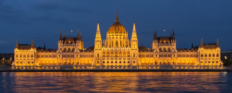 Gece Işıklarıyla Parlamento - Budapeşte