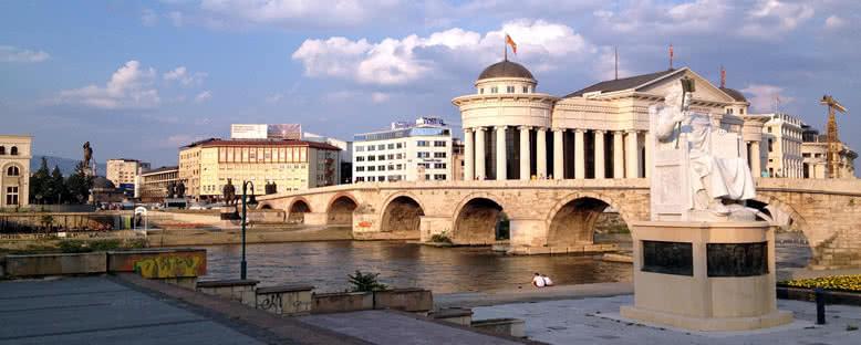 Taş Köprü ve Arkeoloji Müzesi - Üsküp