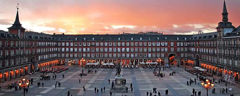Plaza Mayor'da Akşam - Madrid