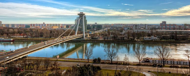 Tuna Nehri ve Yeni Köprü - Bratislava