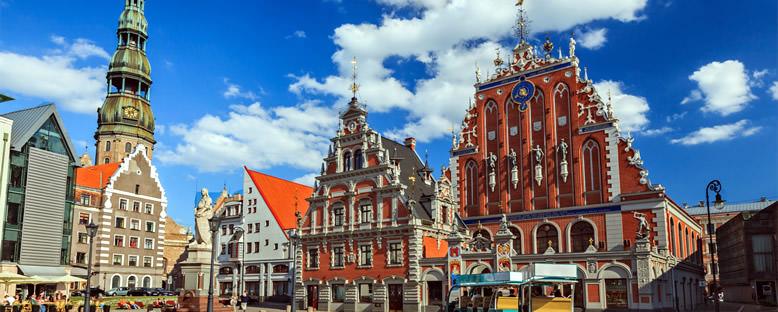 Karakafalar Binası ve St. Peter Kilisesi - Riga