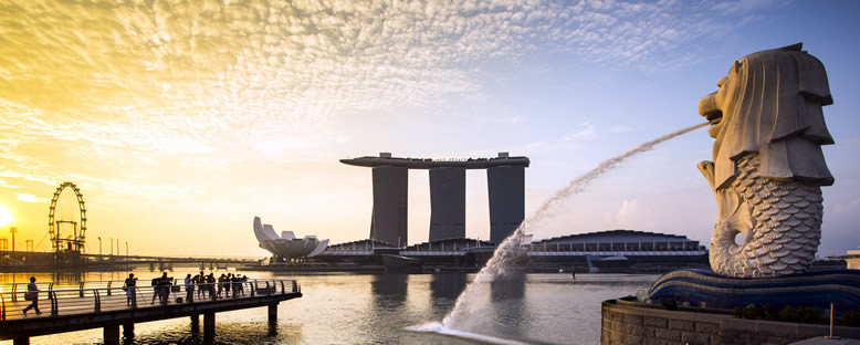 Merlion ve Marina Bay Sands Binası - Singapur