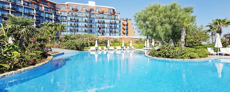 Açık Havuz - Merit Crystal Cove Hotel & Casino