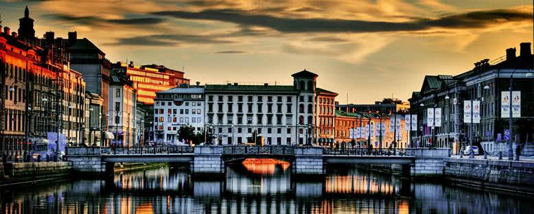 Akşam Işıklarıyla Şehir Manzarası - Göteborg