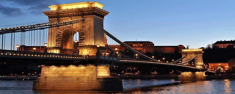 Akşam Işıklarıyla Zincirli Köprü - Budapeşte