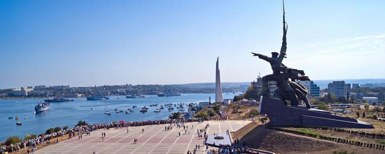 Asker ve Denizci Heykeli - Sivastopol