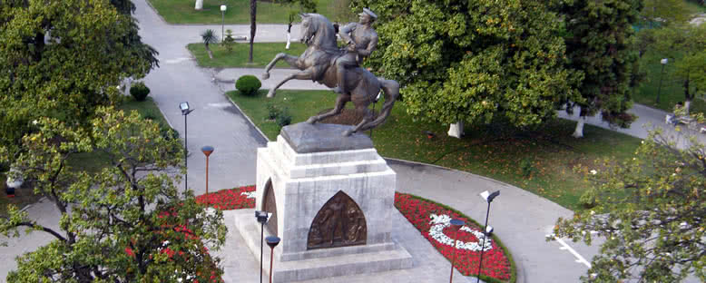 Atatürk Heykeli ve Park - Samsun