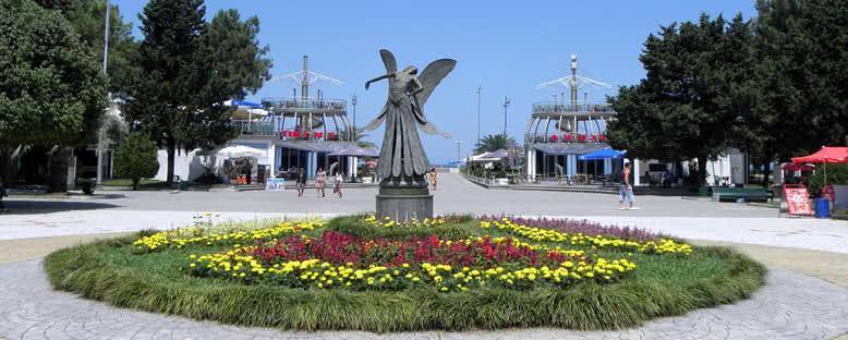 Batum Bulvarı ve Peri Heykeli - Batum