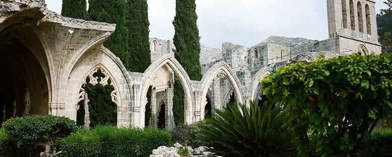 Bellapais Manastırı Bahçesi - Kıbrıs