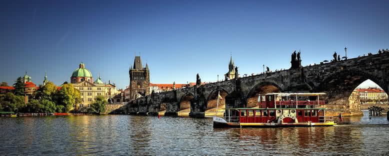Charles Köprüsü ve Nostaljik Tekneler - Prag