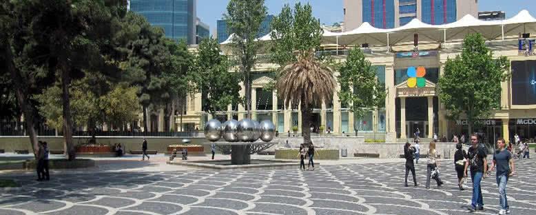 Çeşmeler Meydanı - Bakü