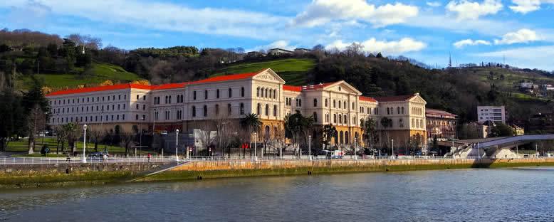 Deusto Üniversitesi ve Nehir Manzarası - Bilbao