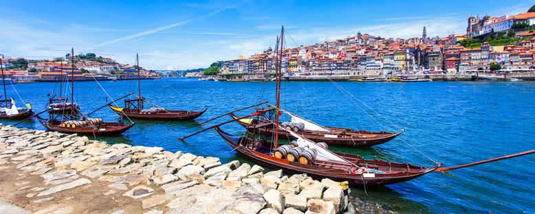 Douro Nehri ve Kayıklar - Porto