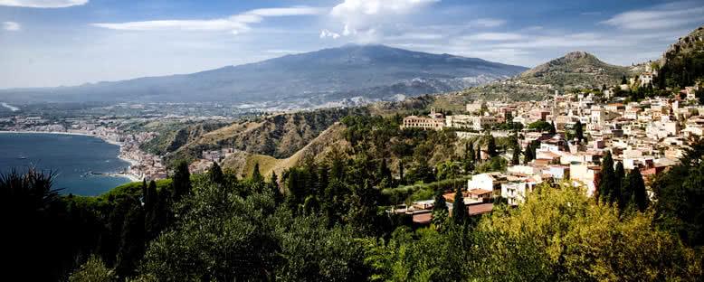 Etna Volkanı ve Şehir Manzarası - Catania