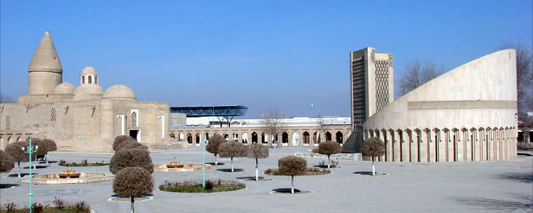 Eyüp Çeşmesi ve El Buhari Anıtı - Buhara