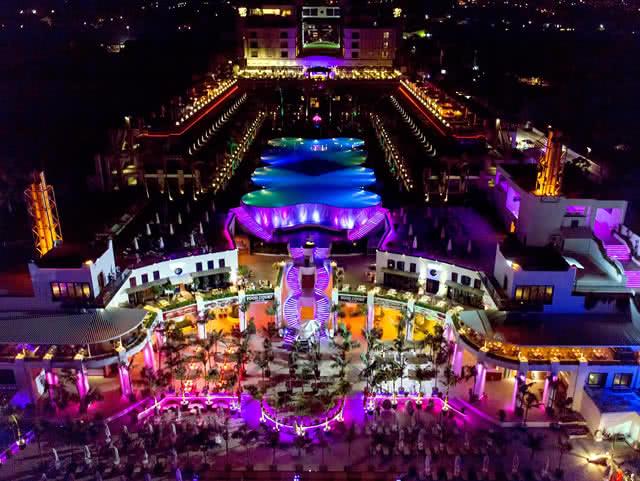Gece Işıkları - Cratos Premium Hotel