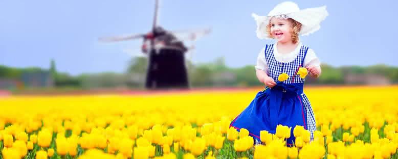 Geleneksel Kıyafetiyle Kız Çocuğu - Amsterdam