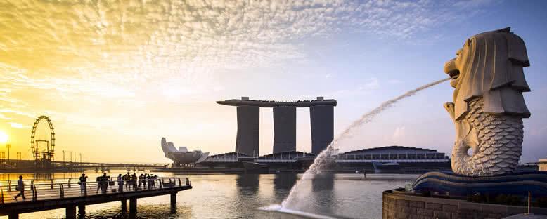 Merlion ve Marina Bay Sands Binası - Singapur