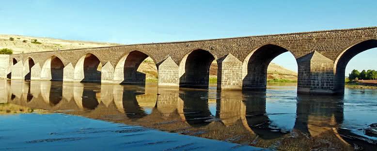 On Gözlü Köprü - Diyarbakır