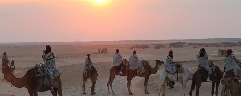 Gün Batımında Deve Turu - Tunus