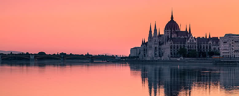 Gün Doğumunda Parlamento Binası - Budapeşte