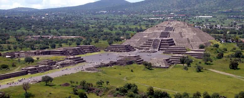 Güneş Tapınağı - Teotihuacan