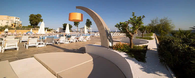 Havuz Başı - Jasmine Court Hotel & Casino