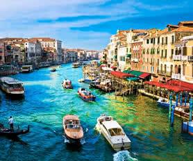 Venedik kanal gondollar