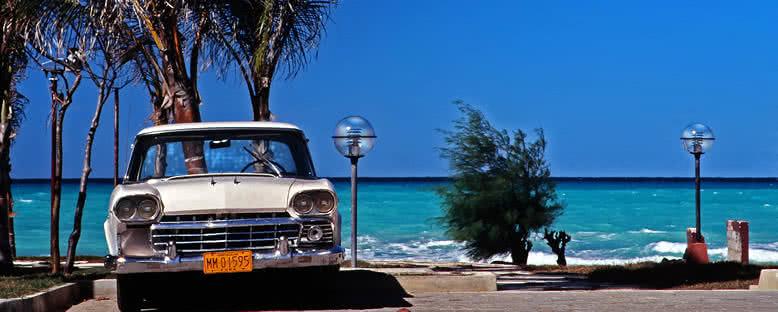 Kıyıda Klasik Araba - Varadero