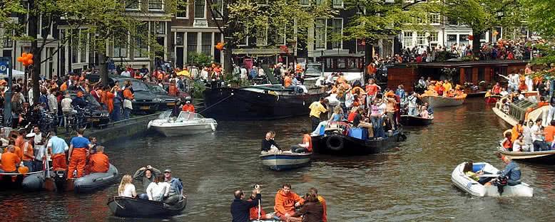 Koninginnedag Eğlenceleri - Amsterdam