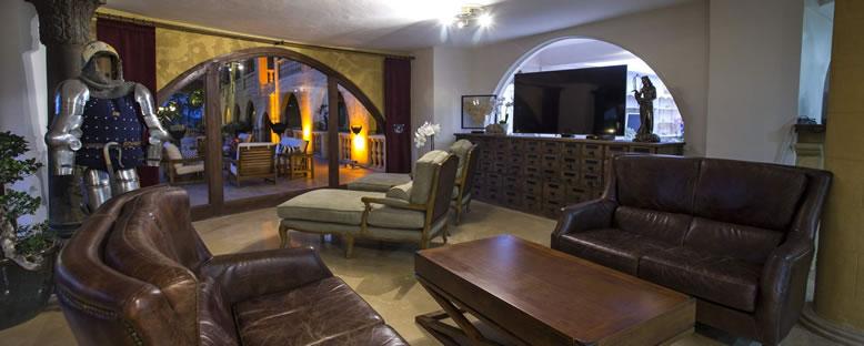Lounge - Le Chateau Lambousa Hotel