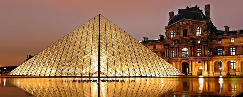 Louvre Müzesi'nde Akşam - Paris