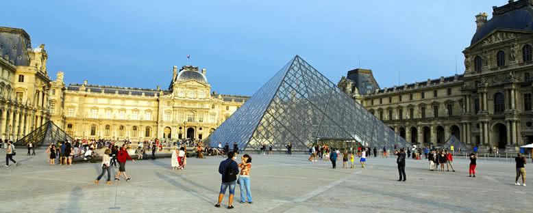 Louvre Sarayı Müzesi - Paris
