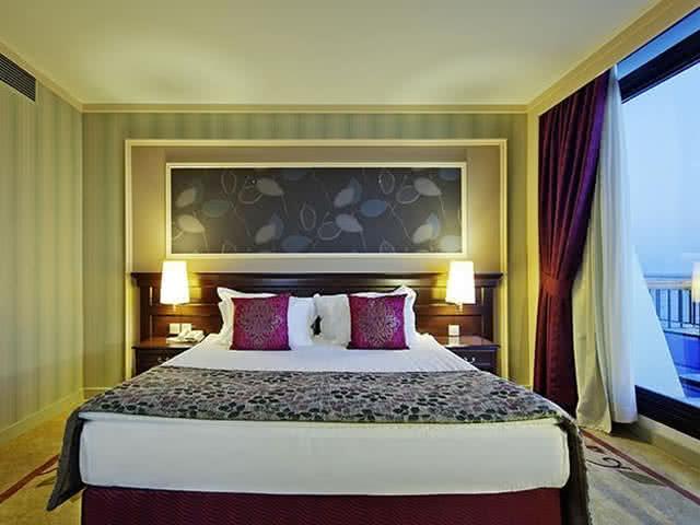 Merit Crystal Cove Hotel - Oda
