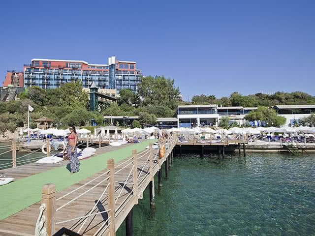 Merit Crystal Cove Hotel - Plaj