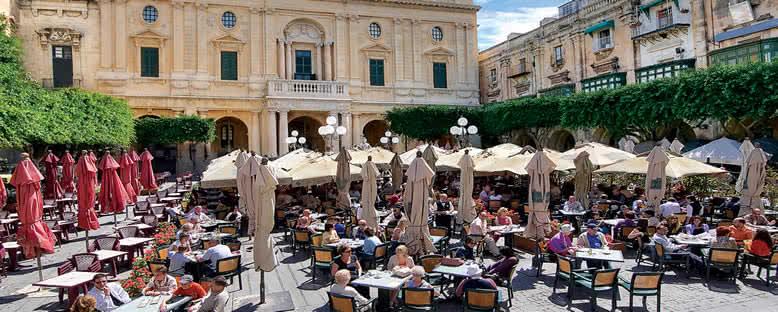 Meydanda Kafeler - Malta