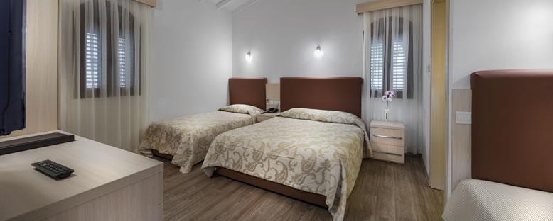 Örnek Triple Oda - Acapulco Resort Hotel