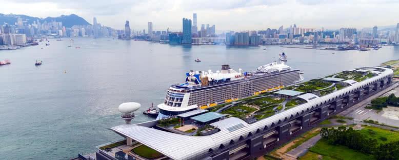 Ovation of the Seas Hong Kong Limanı'nda
