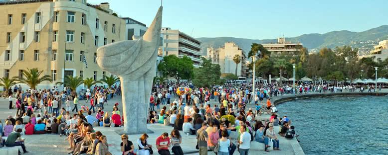 Özgürlük Heykeli ve Sahil Yolu - Volos