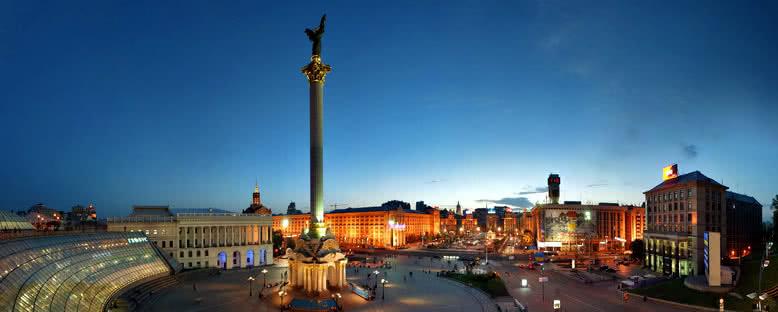 Özgürlük Meydanı ve Anıtı - Kiev
