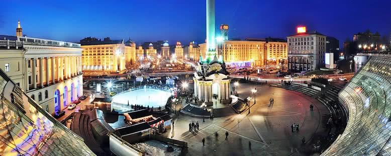 Özgürlük Meydanı Gece Manzarası - Kiev
