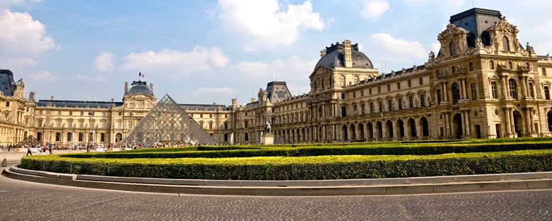 Louvre Müzesi ve Cam Piramit - Paris