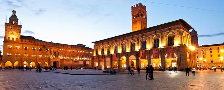 Piazza Maggiore'de Akşam - Bologna