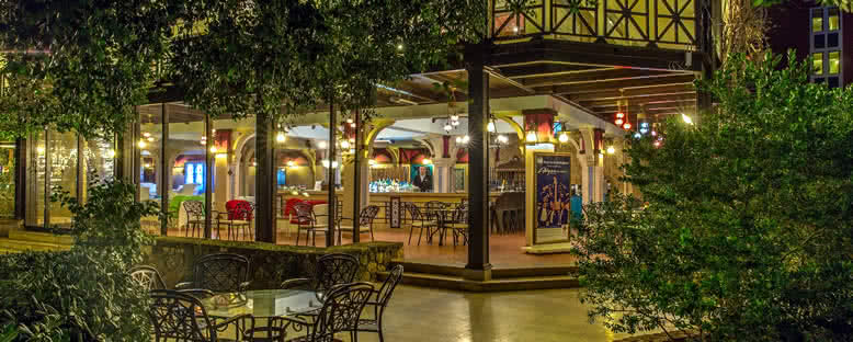 Pool Bar - Merit Crystal Cove Hotel & Casino