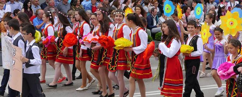 Renkli Geçit Törenleri - Kazanlık Gül Festivali