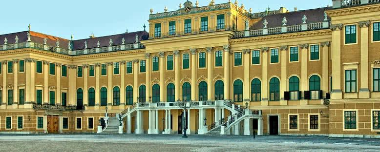 Schönbrunn Sarayı Girişi - Viyana