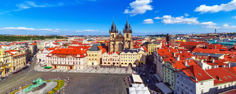Şehir Meydanı ve Tyn Kilisesi - Prag
