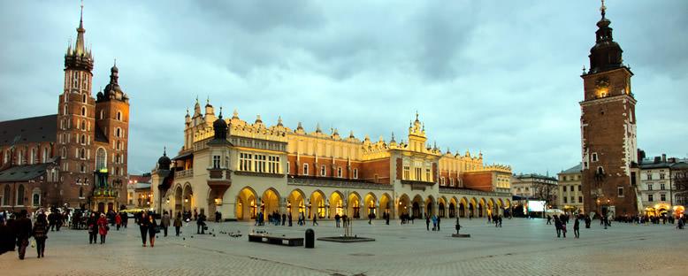 St. Mary Katedrali ve Belediye Binası - Krakow