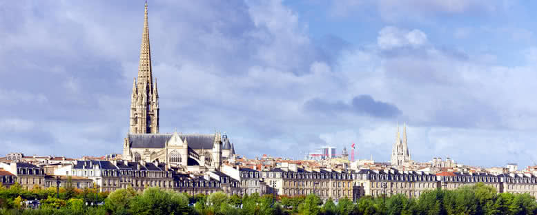 St. Michael Bazilikası ve Kent Manzarası - Bordeaux